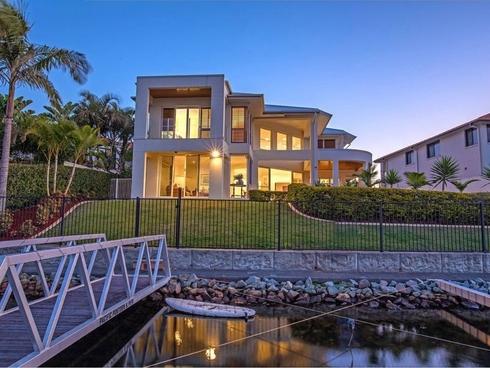 15 Sabrina Avenue Helensvale, QLD 4212