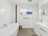 30 Curzon Avenue Bateau Bay, NSW 2261