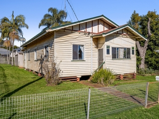 4 McCook Street South Toowoomba , QLD, 4350