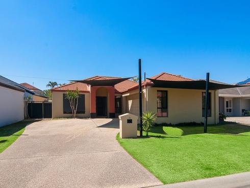 33 Ken Crescent Helensvale, QLD 4212