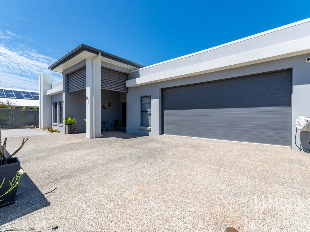 98 Seaside Drive Banksia Beach, QLD 4507