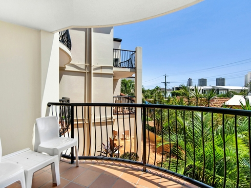 18/48-54 Stanhill Drive Surfers Paradise, QLD 4217