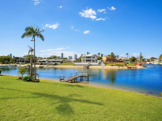 11 Tumbi Street Broadbeach Waters , QLD, 4218