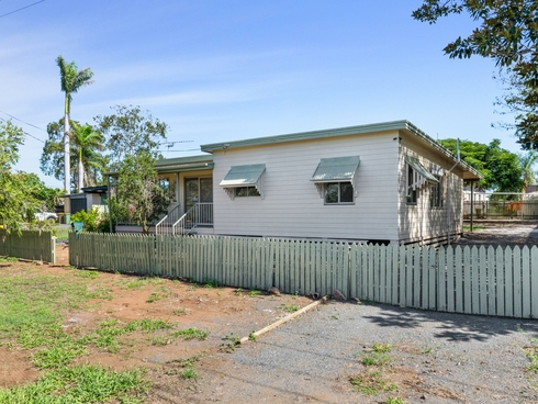 22 Glover Street Gracemere, QLD 4702