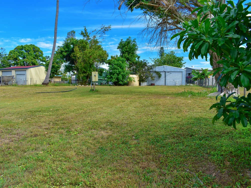 12 Hall Drive Wilson Beach, QLD 4800