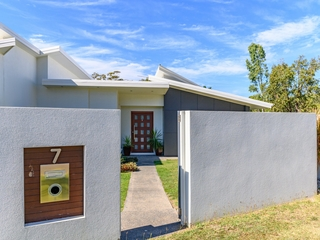 7 Grasstree Crescent Kirkwood, QLD 4680