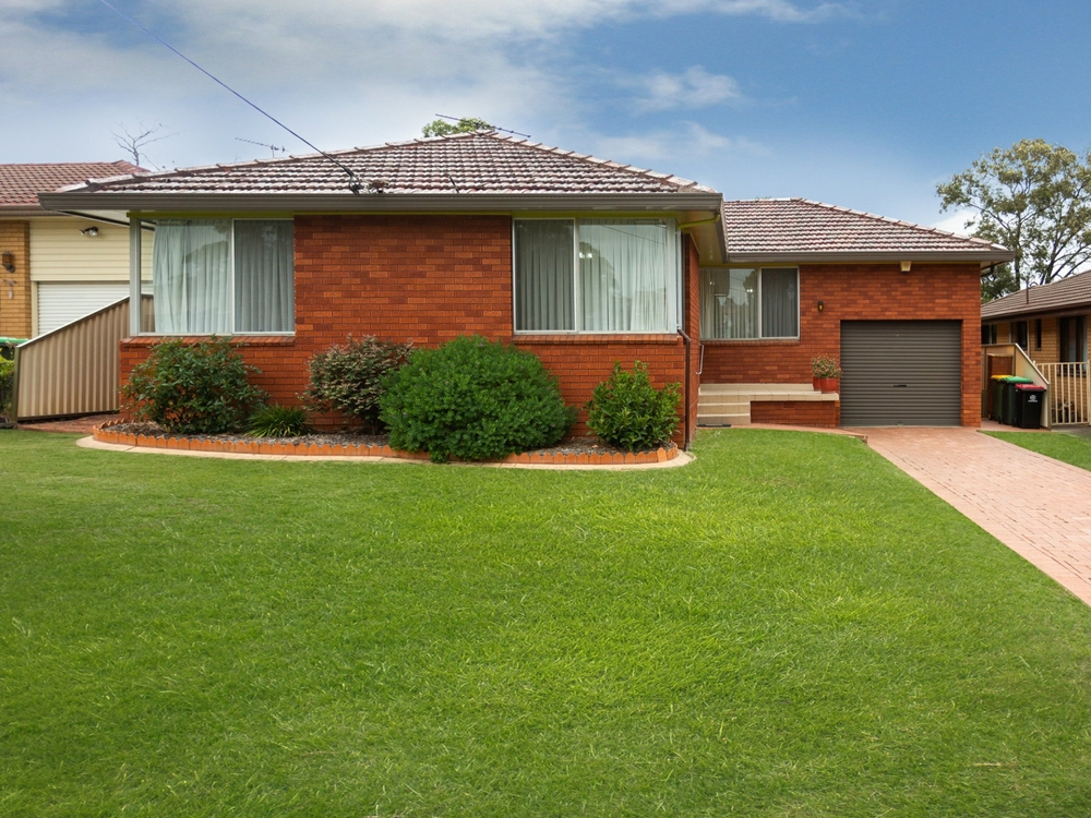 8 Horbling Avenue Georges Hall, NSW 2198