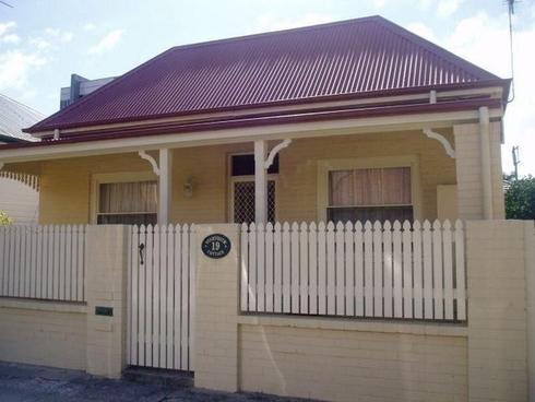 19 Milton Street Hamilton, NSW 2303