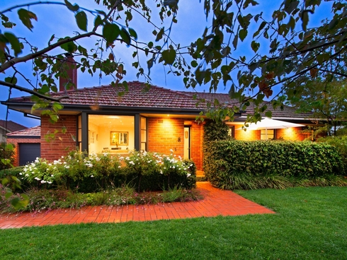 8 Landsborough Street Griffith, ACT 2603