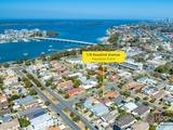 1/8 Rosalind Avenue Paradise Point, QLD 4216