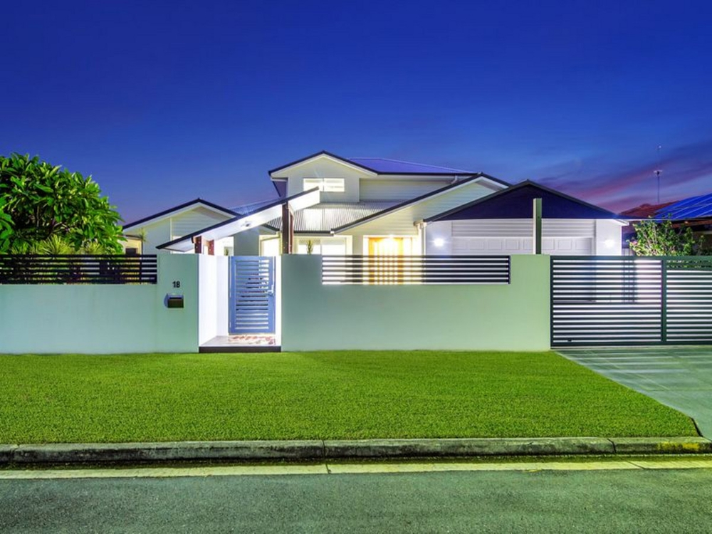 18 Walter Raleigh Crescent Hollywell, QLD 4216
