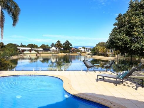 6 Alma Street Broadbeach Waters, QLD 4218