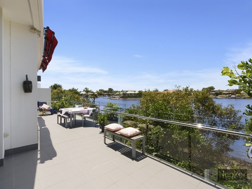2002/5 Harbour Side Court Biggera Waters, QLD 4216