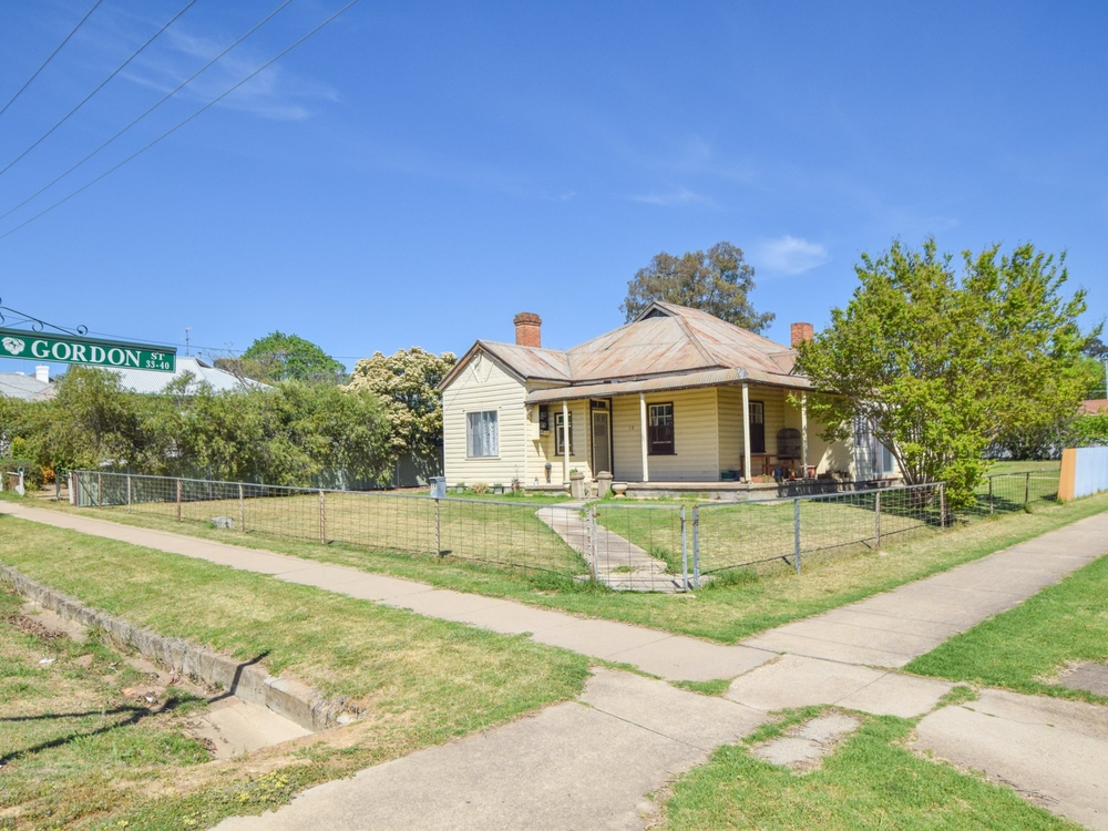 19 Wombat Street Young, NSW 2594