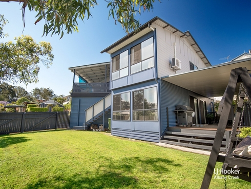 4 Portia Close Eatons Hill, QLD 4037
