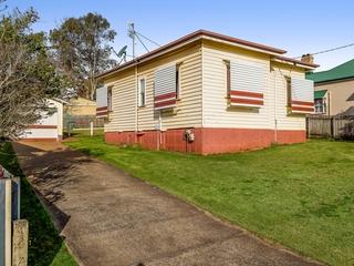 4 Hampshire Street North Toowoomba , QLD, 4350
