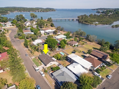 18a Edward Street Fennell Bay, NSW 2283