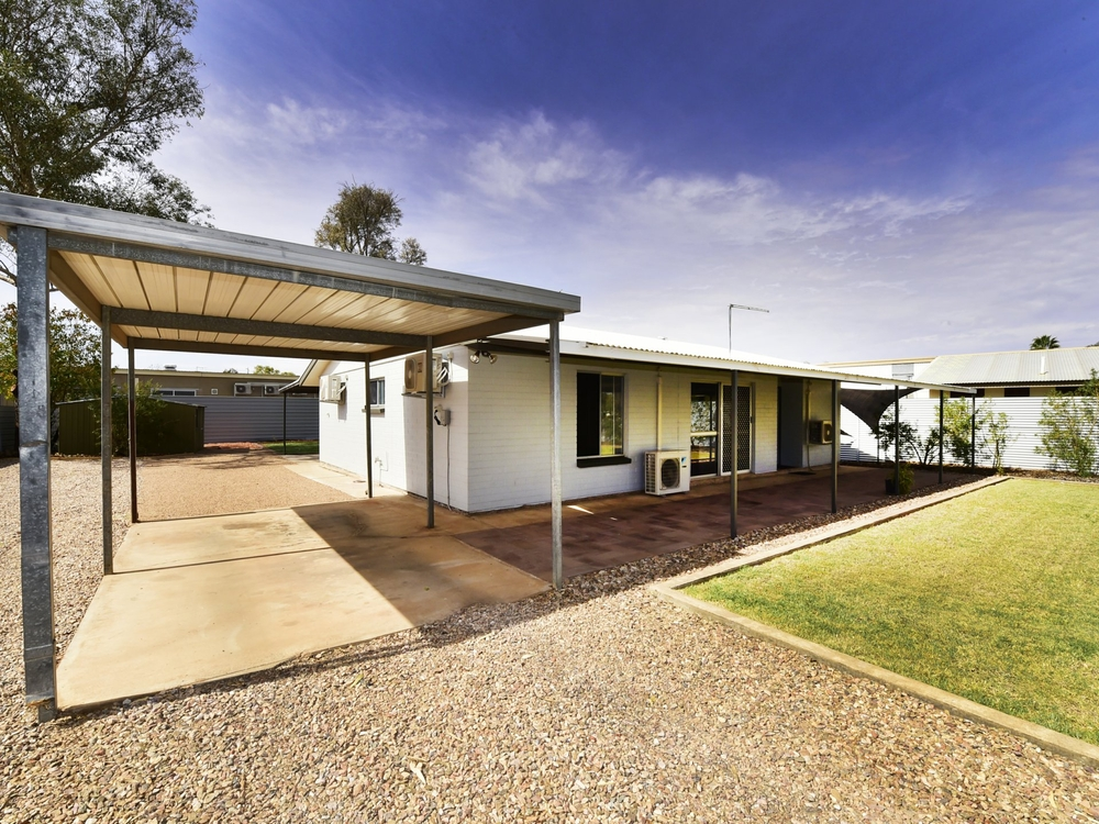 8 Tea Tree Court Sadadeen, NT 0870