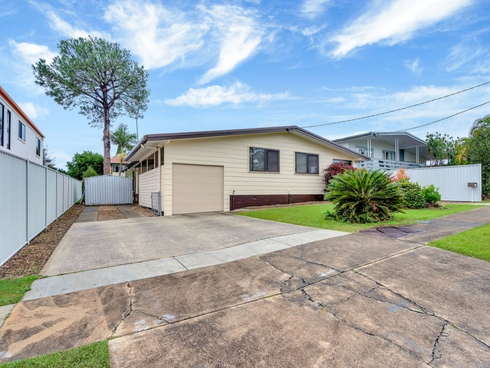5 Brookside Road Labrador, QLD 4215