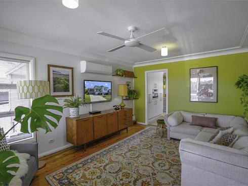 27 Golding Avenue Belmont North, NSW 2280