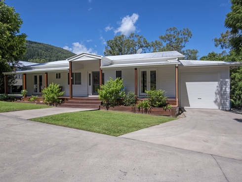 11 First Avenue Somerset Dam, QLD 4312