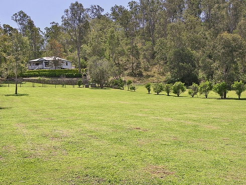 24 Powells Road Fernvale, QLD 4306